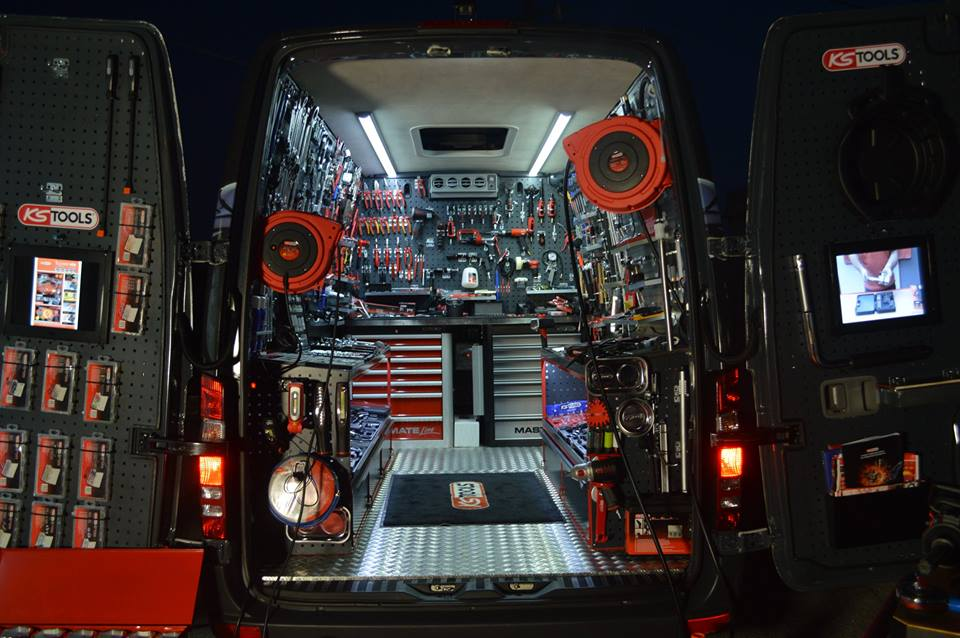 demovan_inside